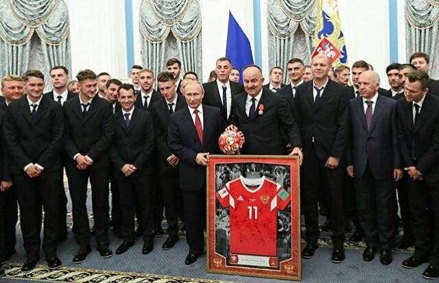 Награждение российских футболистов обернулось скандалом