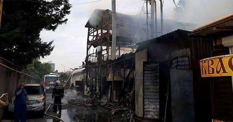 В Сочи при пожаре в частном доме погибли восемь человек