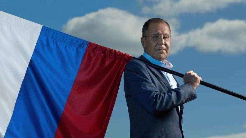 Прикладывать к больным местам: МИД России опубликовал «целебное фото» с Лавровым