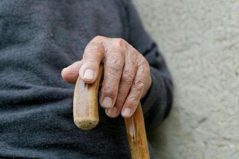 Волжский пенсионер стал жертвой алчного соседа