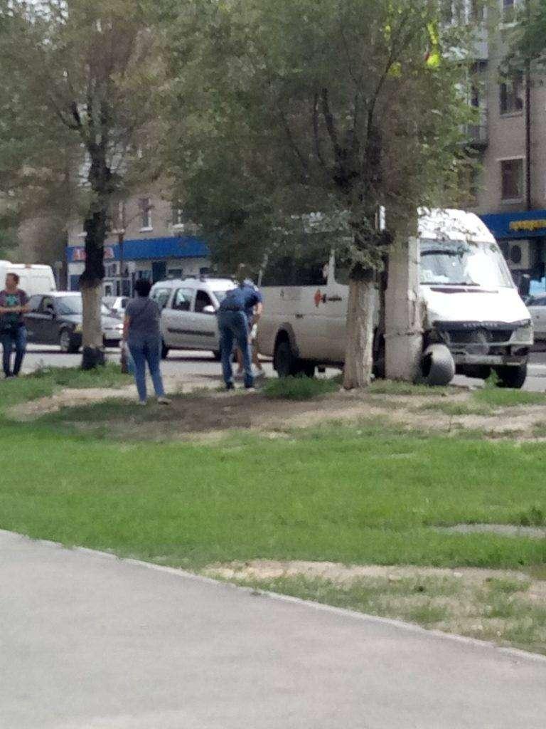 В Волгограде маршрутка 46с врезалась в столб: есть пострадавшие