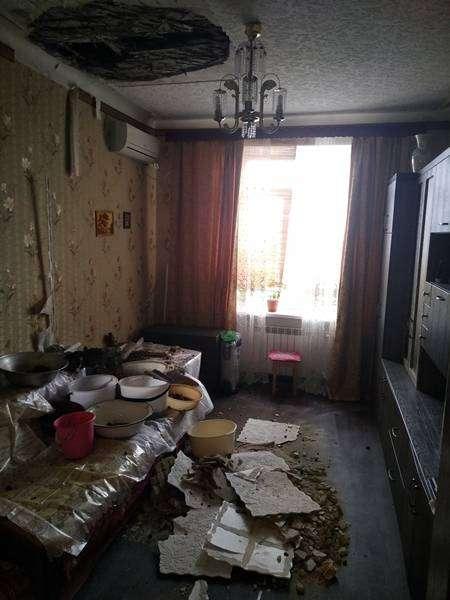 «Чрезвычайные ливни» обрушили потолок на волгоградку