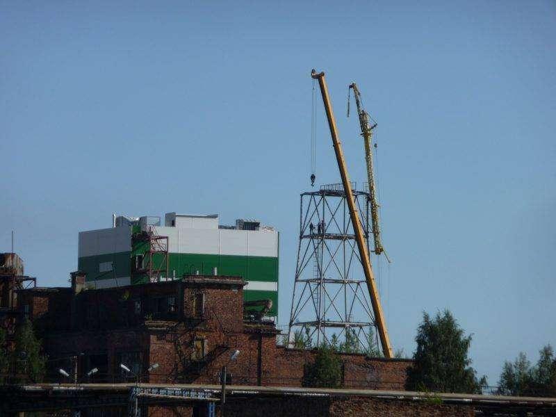 Строителя из Волгограда придавило строительным краном в Сегеже