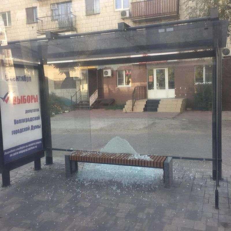 В Волгограде разгромили антивандальную остановку у памятника Североморцам