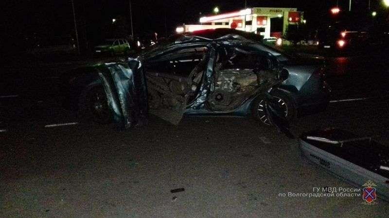 Под Волгоградом в ДТП с Камазом пострадали водитель и пассажир Mitsubishi Lancer