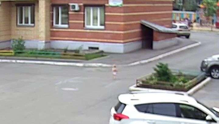 """Полуторагодовалый малыш """"сбежал"""" из частного детского сада. Видео"""