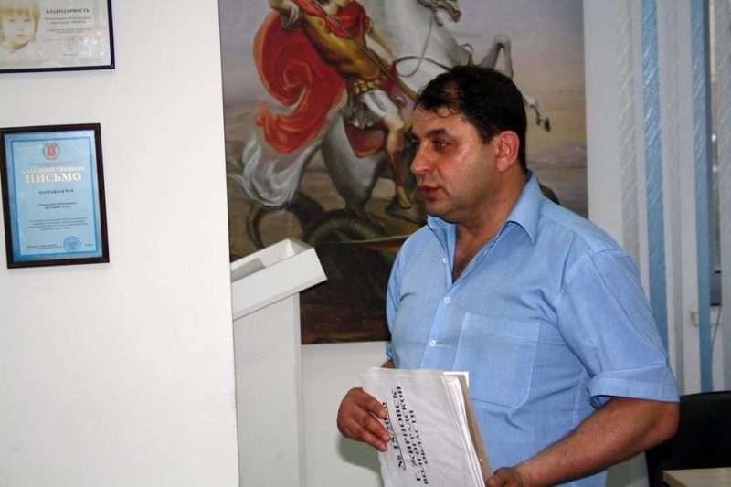 Правозащитника Юрия Гольдера оставили под стражей еще на месяц