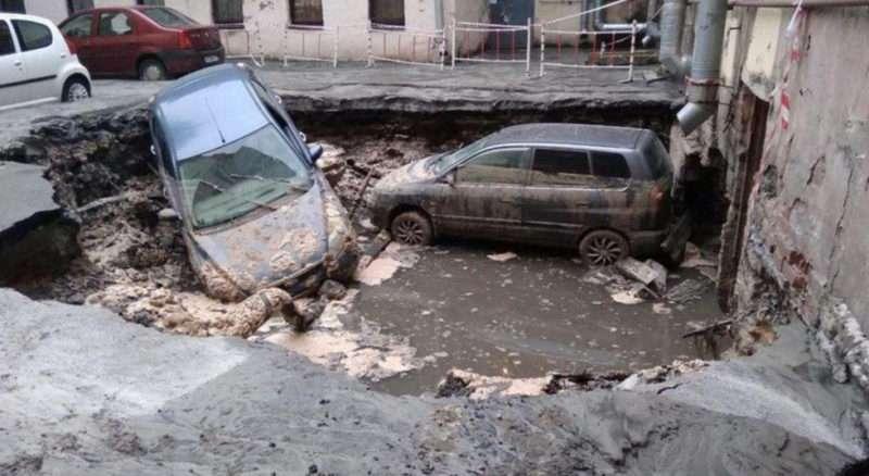 В центре Петербурга прорвало трубу с кипятком: есть погибшие