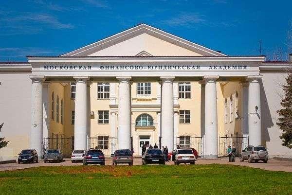 Экс-директору филиала МФЮА смягчили приговор за коррупцию