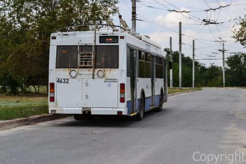 В Волгограде демонтируют контактную троллейбусную сеть