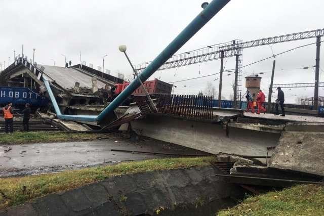 В Приамурье мост обрушился на товарный поезд. ВИДЕО