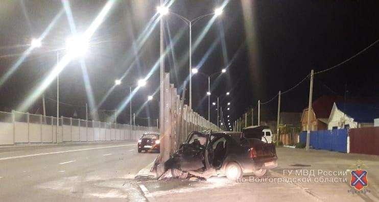 На шоссе Авиаторов ночью разбился водитель иномарки