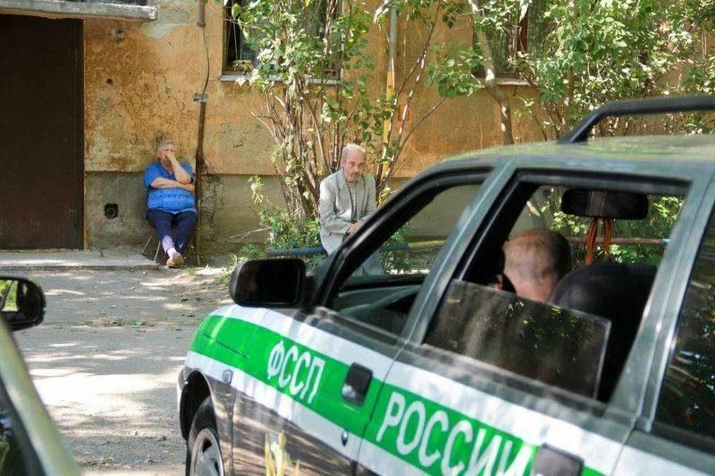 Приставы Ворошиловского района наведались к местным должникам