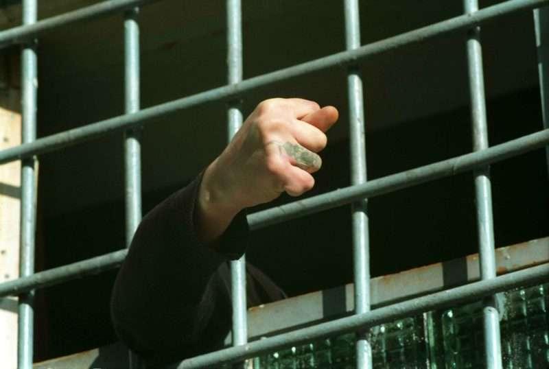 Женщина попыталась заказать убийство соседей за 100 тысяч рублей