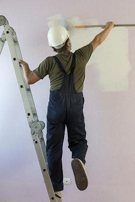 Недобросовестный подрядчик из-за «внутреннего предчувствия» не стал ремонтировать жилые дома