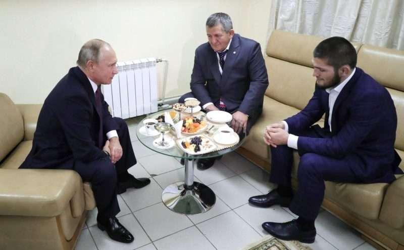 """Хабиб Нурмагомедов рассказал о """"неприятной беседе"""" с отцом"""