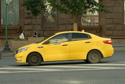В Дубовском районе два человека ограбили таксиста