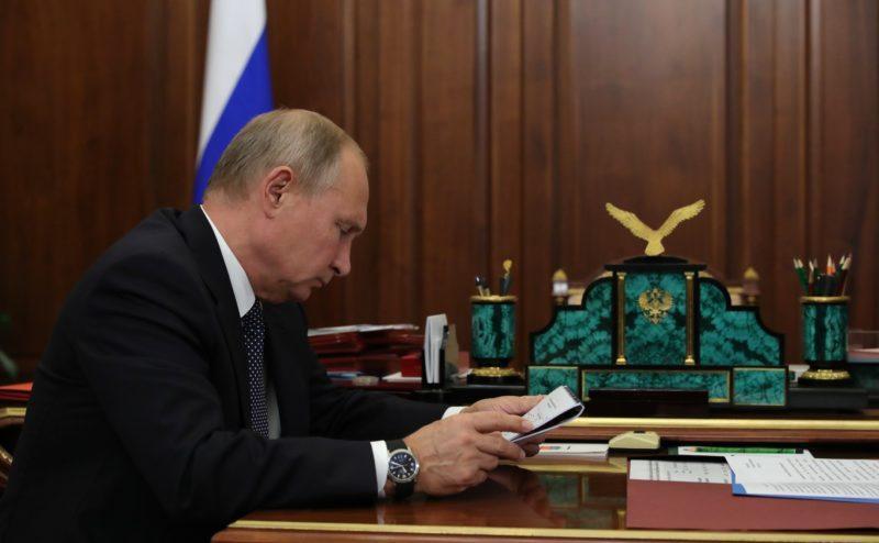 Путин подписал закон о запрете рекламы услуг по написанию диссертаций
