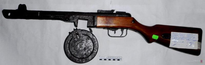 Местный житель хранил оружие и боеприпасы времён ВОВ среди заготовок на зиму