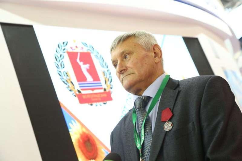Дмитрий Медведев наградил медалью волгоградца на агропромышленной выставке