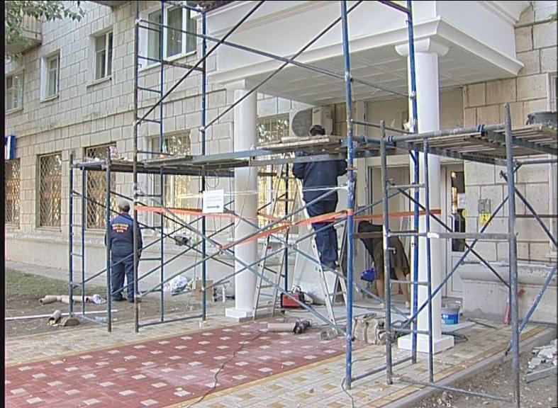 В Дзержинском районе заканчивают ремонтировать ЗАГС