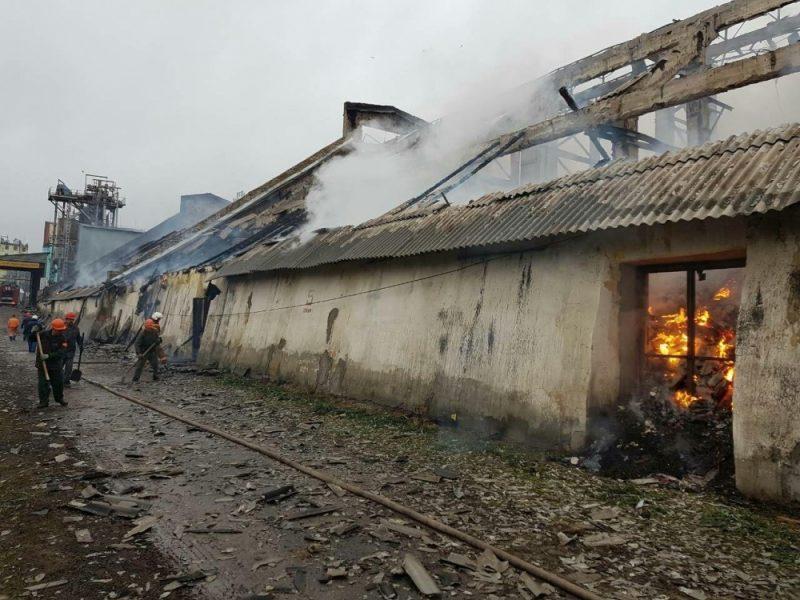 В Урюпинске более трех часов тушили маслоэкстракционный завод