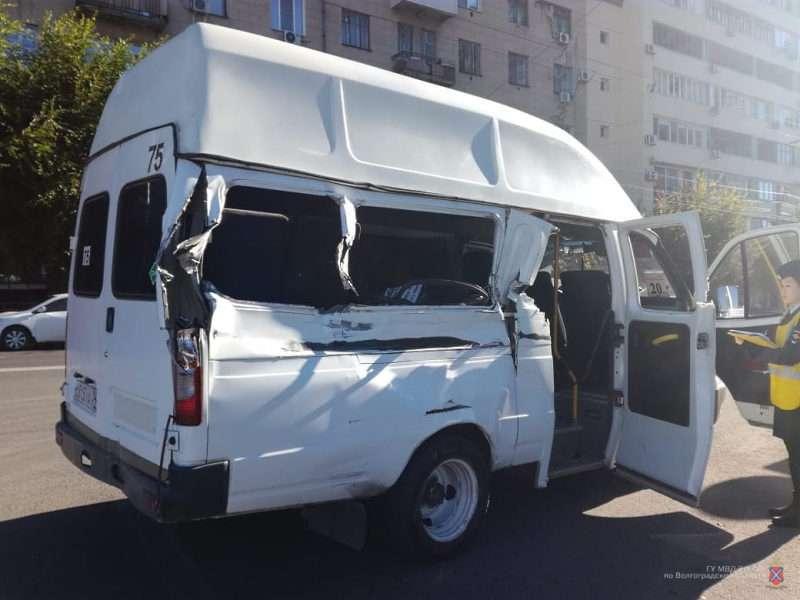 В Волгограде грузовик покалечил пассажиров маршрутки