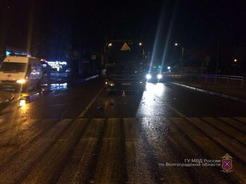В ночной аварии с фурой пострадала пассажирка иномарки
