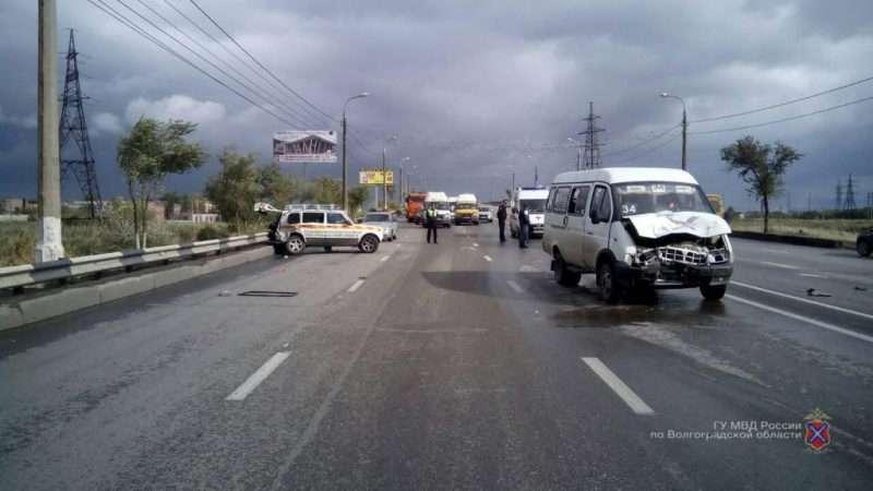 На юге Волгограда маршрутка попала в ДТП: пострадали 5 пассажиров