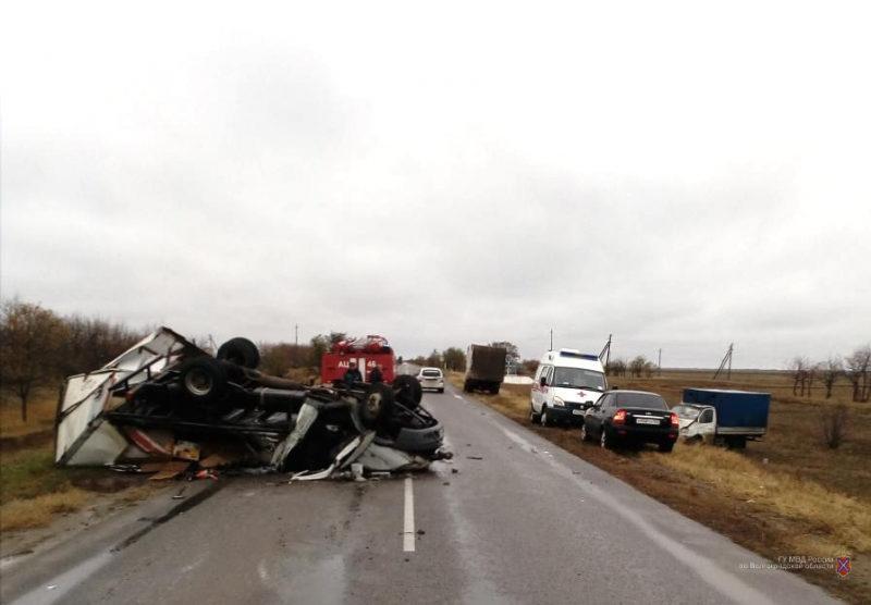 Под Волгоградом столкнулись два грузовых фургона: есть погибшие. ФОТО
