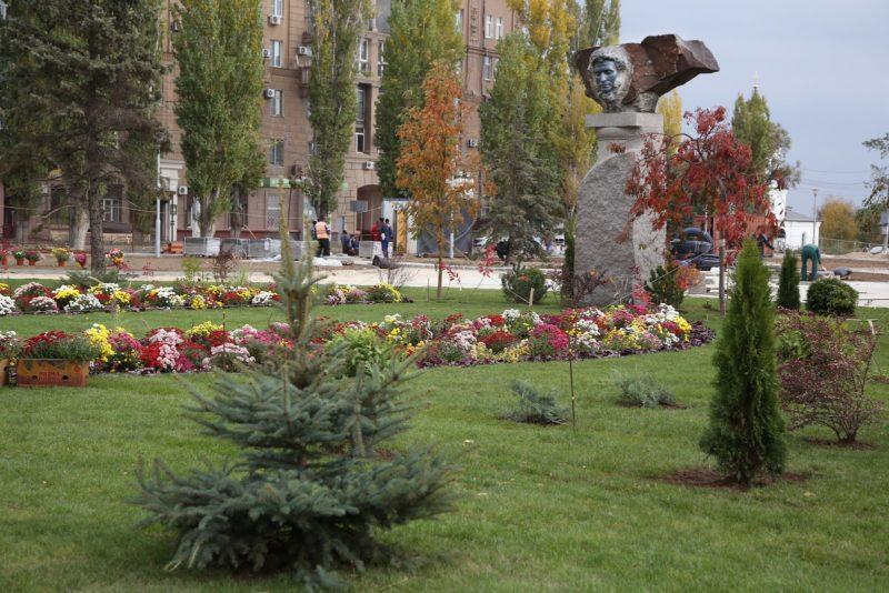 В сквере Пушкина приступили к озеленению территории