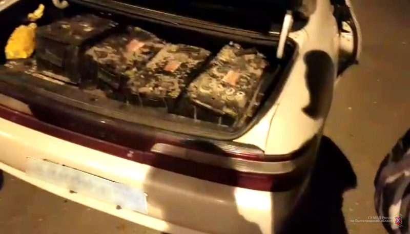 На юге Волгограда задержали подозреваемого в краже аккумуляторов из автоколонны