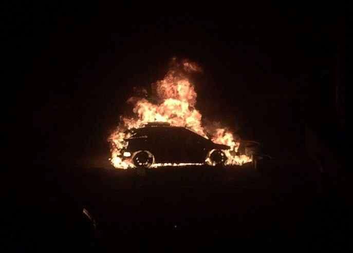 В одном из дворов Волгограда ночью сгорел Lexus