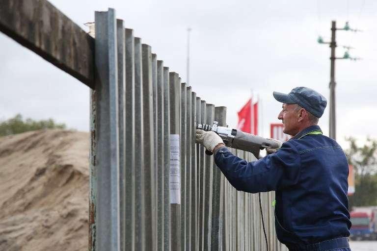 На юге Волгограда демонтировали два незаконных строения
