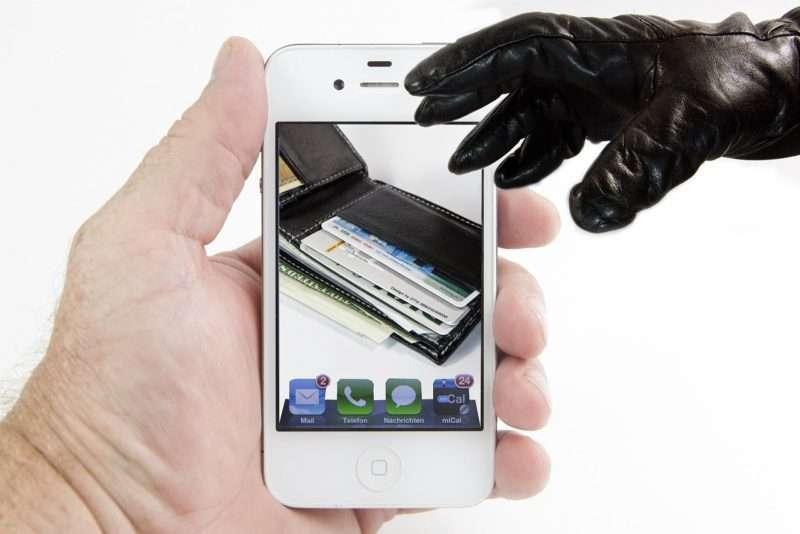 Абоненты сотовых операторов начали платить за смс с коротких номеров