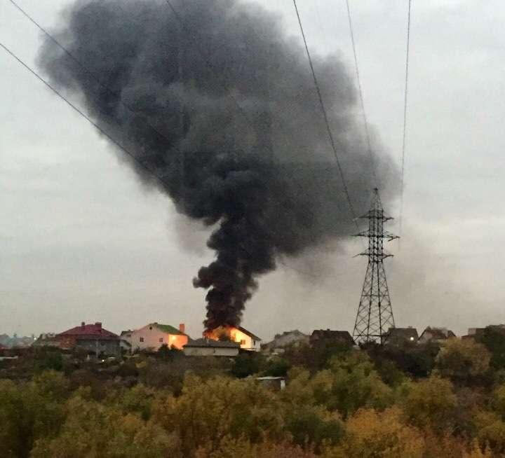 В Дзержинском районе более 3-х часов пожарные тушили частный дом