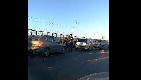 В Красноармейском районе утром столкнулись шесть машин