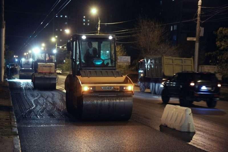 Виталий Лихачев ночью проинспектировал ремонт дорог в Дзержинском районе