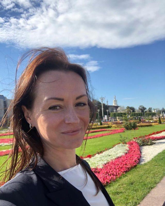 Елена Слесаренко меняет свой пост в «Юнармии»