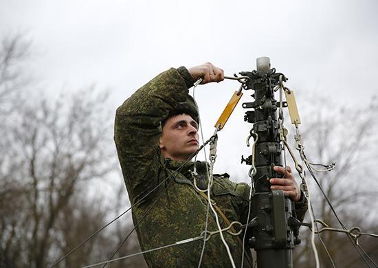 Волгоградские военные связисты осваивают новую технику