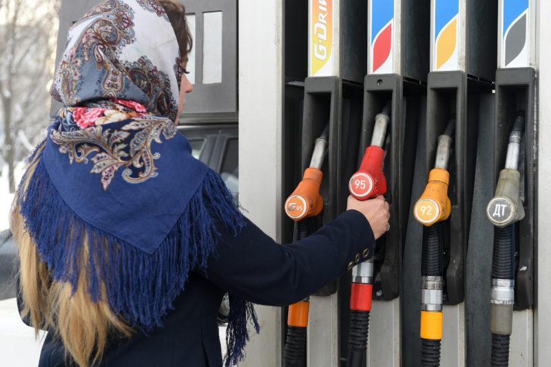 СМИ: АЗС начали скрыто повышать стоимость топлива для корпоративных клиентов