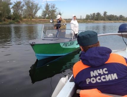 Волгоградских рыбаков призывают к осторожности