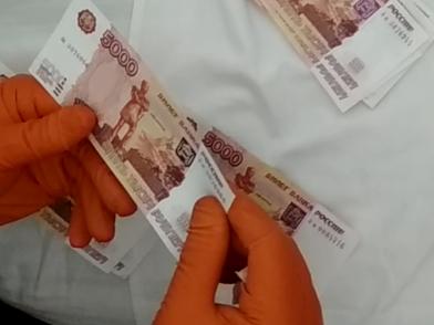 39-летняя камышанка расплачивалась в магазинах поддельными купюрами