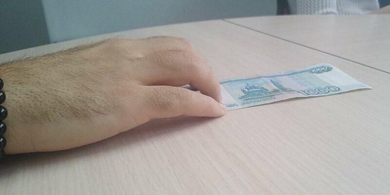 Иностранец пойдёт под суд за попытку дать взятку в 1 тысячу рублей и «отмазать» друга