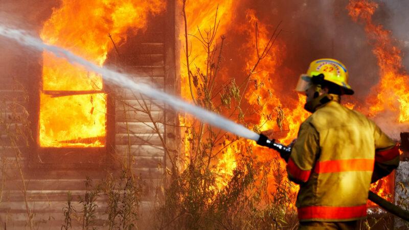 В Краснослободске в ночном пожаре погиб 2-летний ребенок