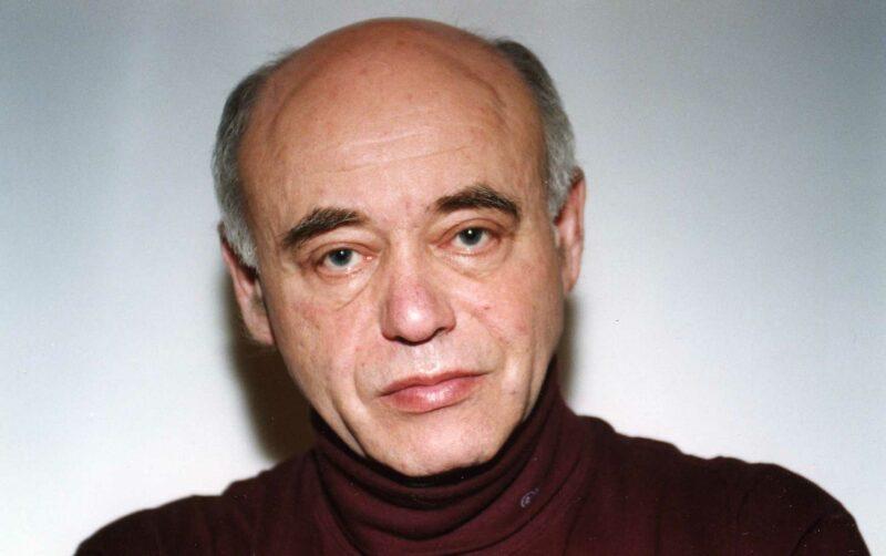 Умер писатель Михаил Ахманов
