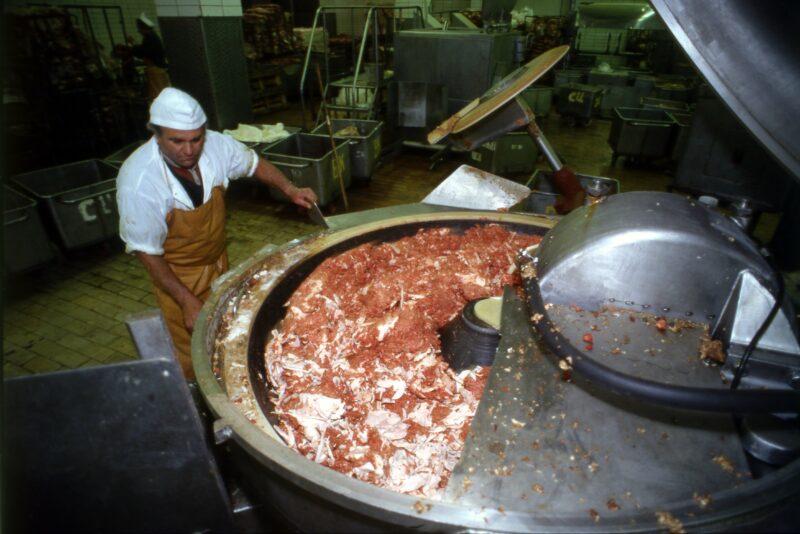 Под Волгоградом предпринимателя оштрафовали за сомнительное мясо