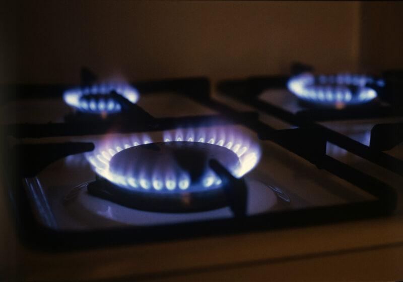 Волгоградцам напомнили о том, как отличить газовиков от мошенников