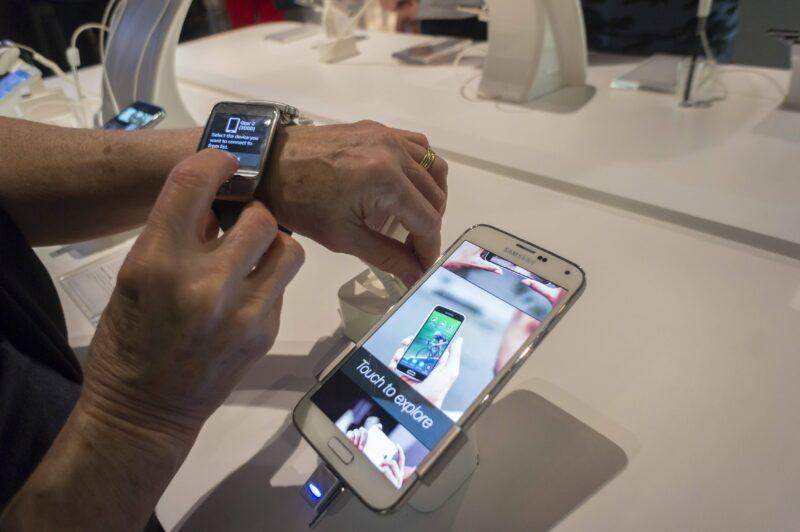 Опять платить?: мобильные устройства предложат регистрировать под угрозой блокировки