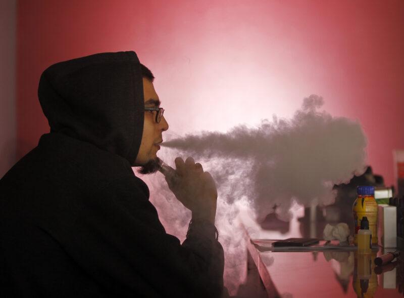Употребление электронных сигарет в Москве жёстко зарегулировали